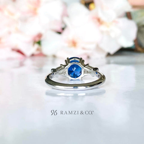 cornflower+blue+sapphire+sidestone+diamond+engagement+ring+white+gold
