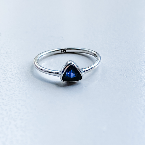 Ring iolite triangle sterling silver