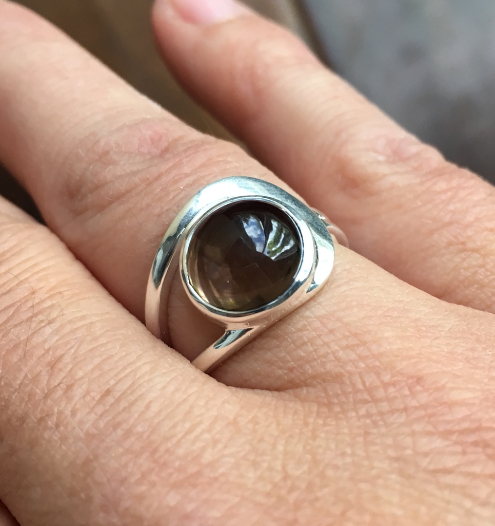 Ring smoky quartz round side band sterling silver