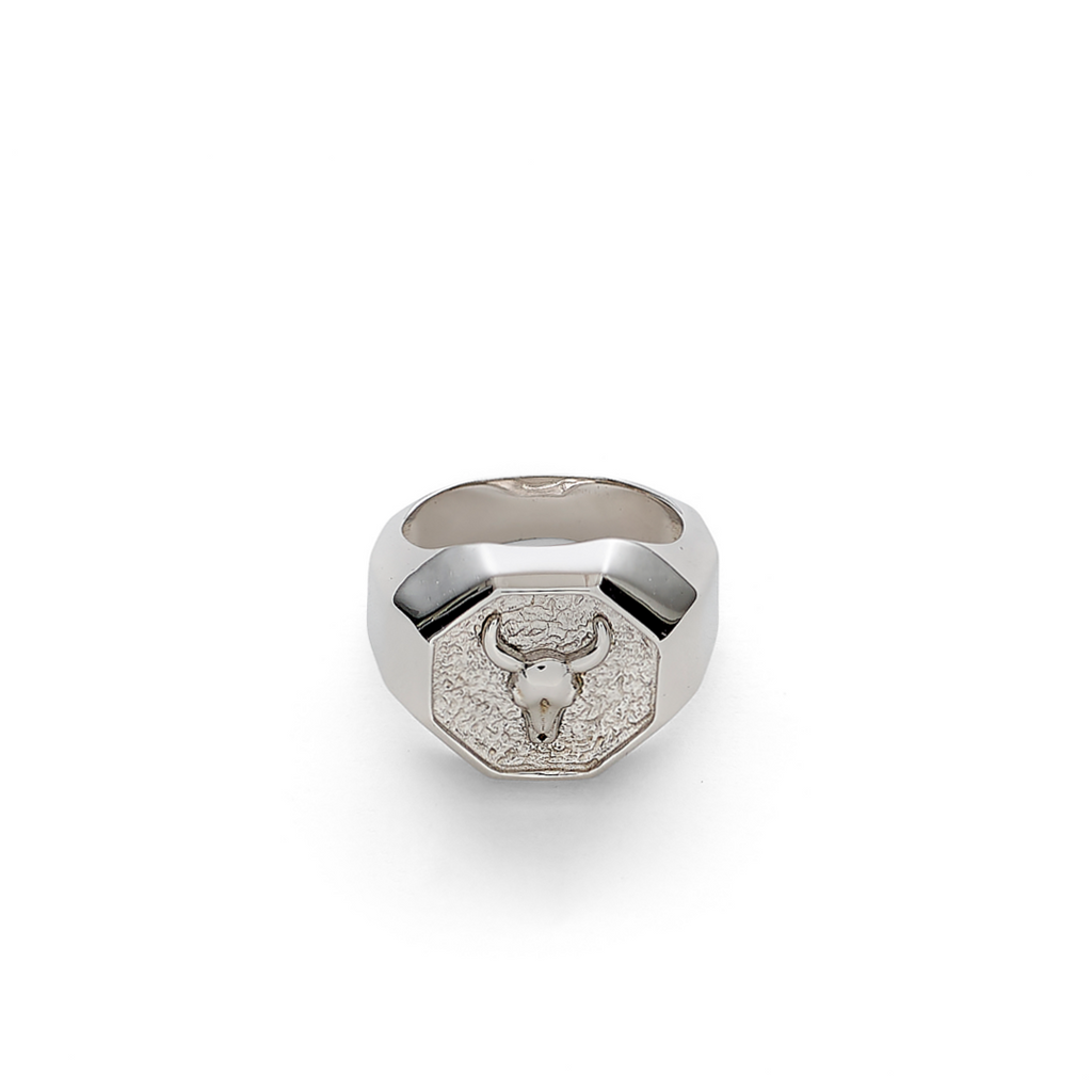 Lluks Signet Ring Facet with Bull Skull