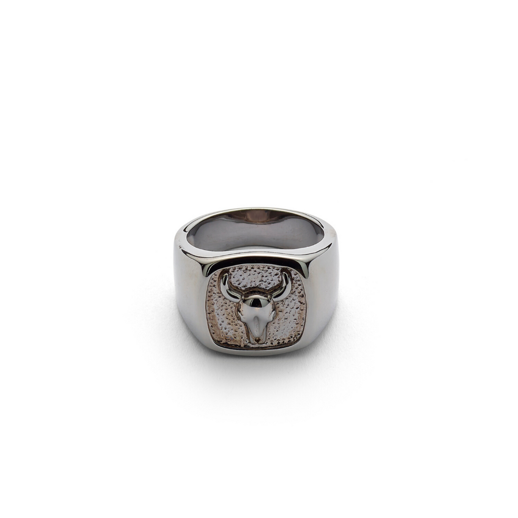 Lluks Signet Ring with Bull Skull