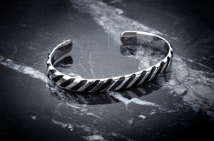 Hope Bangle Striped - ALEXANDER LYNGGAARD CPH
