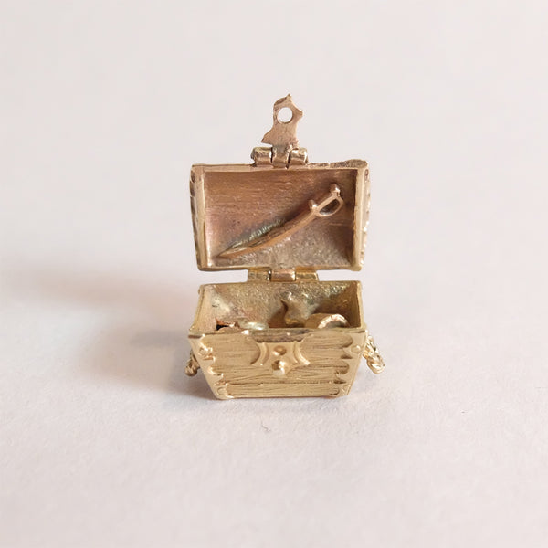 Vintage 9ct Gold Charm - Treasure Chest - open with treasure inside