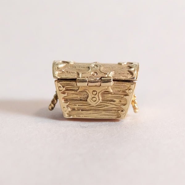 Vintage 9ct Gold Charm - Treasure Chest - closed from back