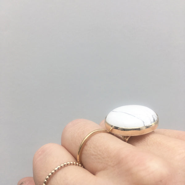 HOWLITE GEMSTONE RING SET IN 9CT GOLD & STERLING SILVER
