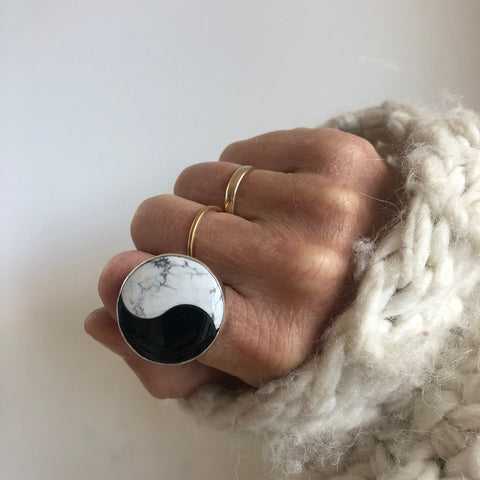 Howlite & Onyx yin yang gemstone ring - large semi precious stone ring set in sterling silver
