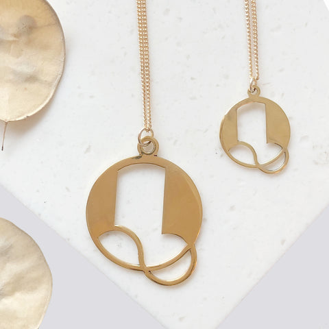 Gold Art Deco Initial Letter Q Pendant Necklace