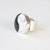HOWLITE & ONYX YIN YANG GEMSTONE RING SET IN 9CT GOLD & STERLING SILVER