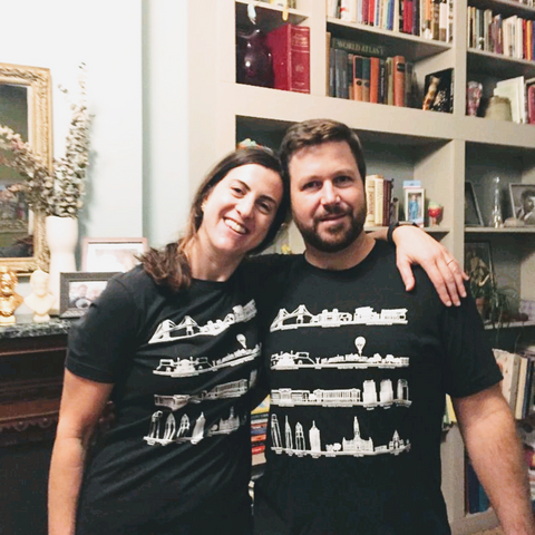 Ali's Wagon husband and wife team owners share a t-shirt of Nat's Philly monuments, Philadelphia Pennsylvania visit must see spots, historical sites