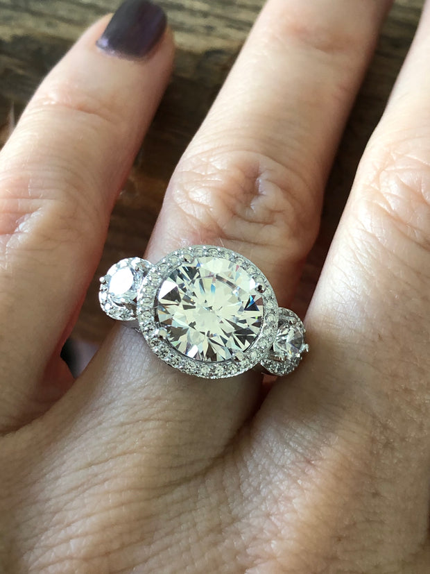 A Flawless 4CT Brilliant Round Cut Three Stone Belgium Lab Diamond Engagement Ring
