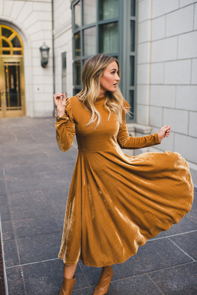IVY CITY CO: La La Lady Dress In Gold