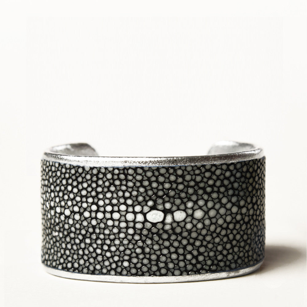 "1.5"" Black Polished Pearl Cuff with Silver Liner"