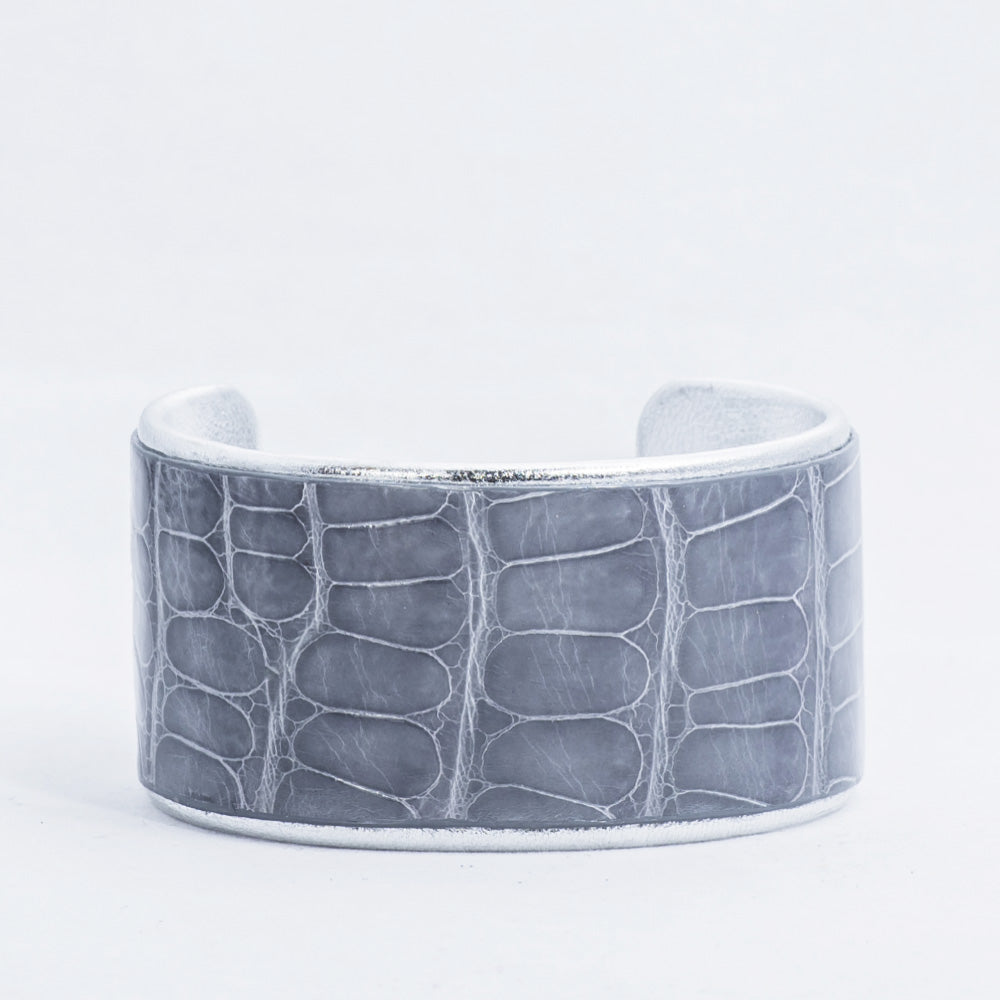 "1.5"" Gray Shiny Alligator with Silver Liner Cuff"