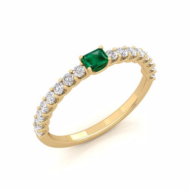 18K Gold Ring Adorned With Emerald & Diamonds