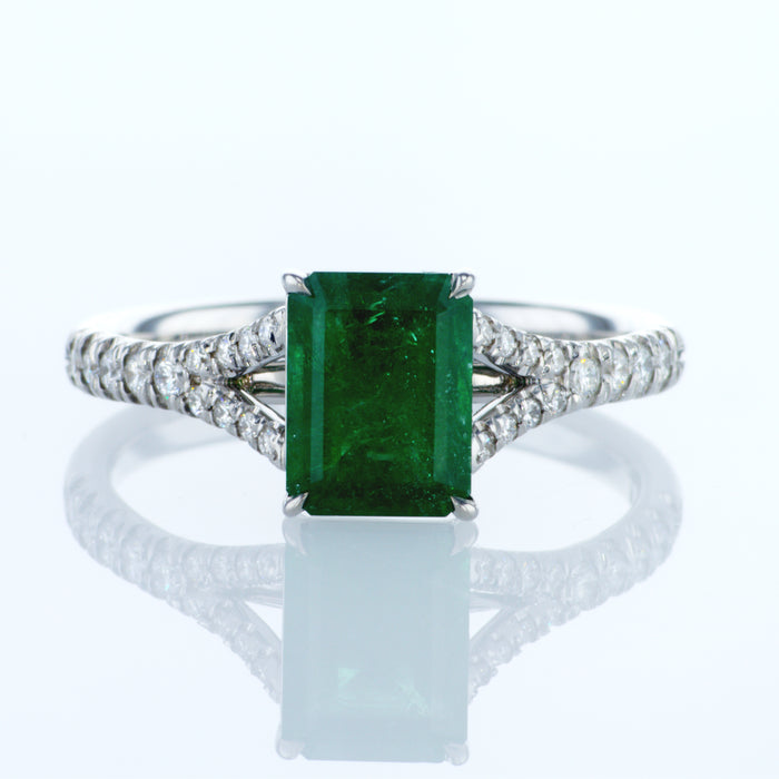 Ring With 0.80ct Emerald