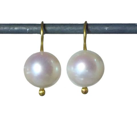 White Pearls with Lovely Luster - 18k