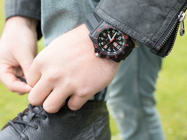 LUMINOX 8895 BLACK OPS WATCH - MODELLED