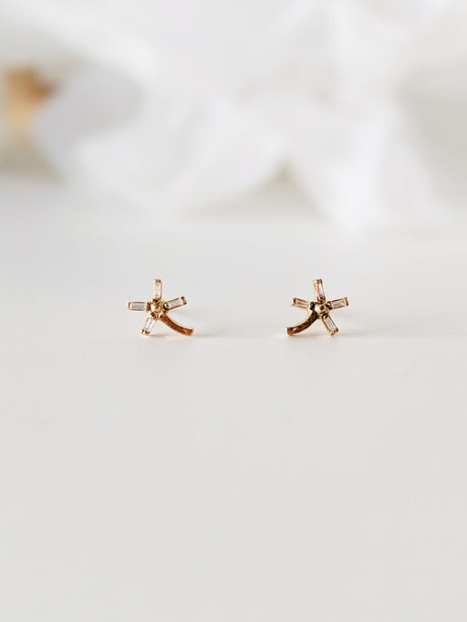 Dandelion Single Baguette Diamond Earrings 18kt Gold