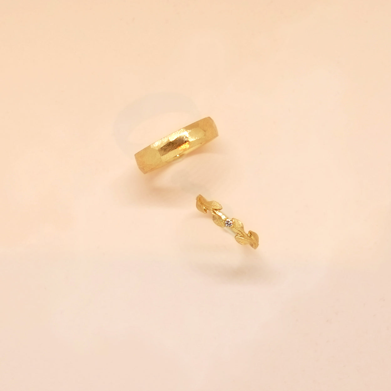 Hammered 4mm Band (14kt | 18kt Gold)