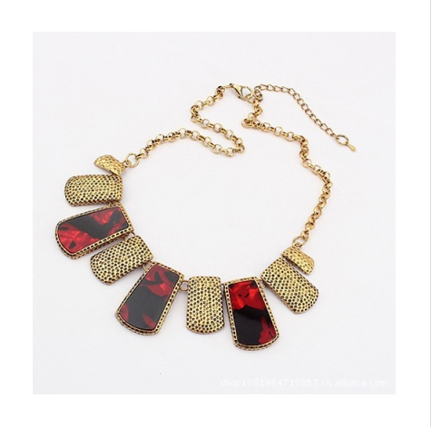 CHARMING PERFECT  SQUARE VINTAGE STATEMENT NECKLACE