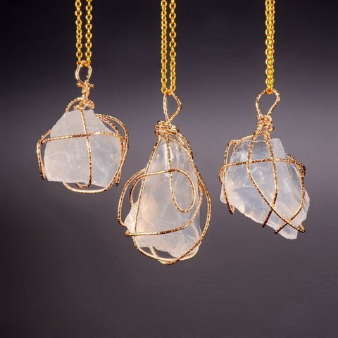 GOLD PLATED WHITE NATURAL STONE PENDANT NECKLACE