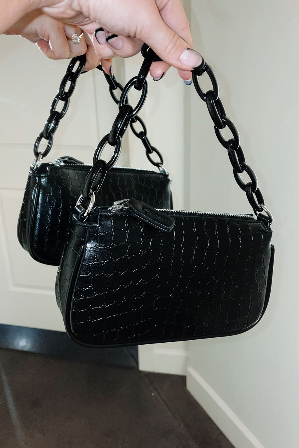Link Fast Chain Shoulder Bag - Black Crop
