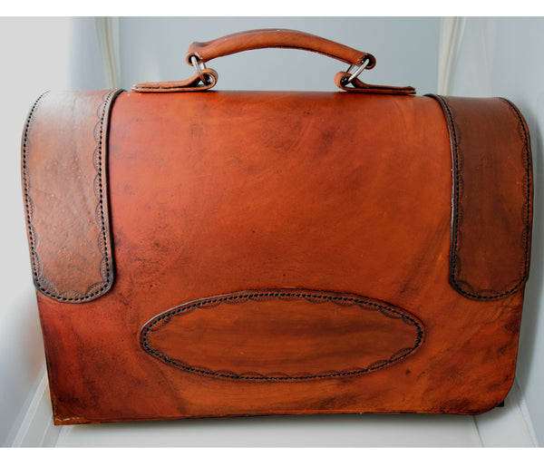 Leather Messenger bag with magnetic closures