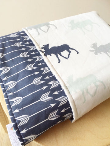 Blue Moose / Navy white arrow trail Reversible Cot Quilt | Elske