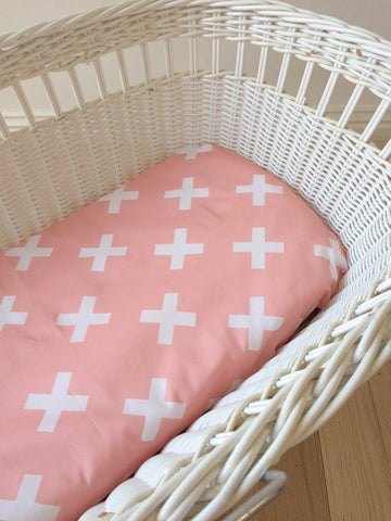 Peach Kiss Cross | Bassinet Sheet | Elske