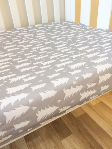 Scandal Forest | Fitted Cot Sheet | Elske