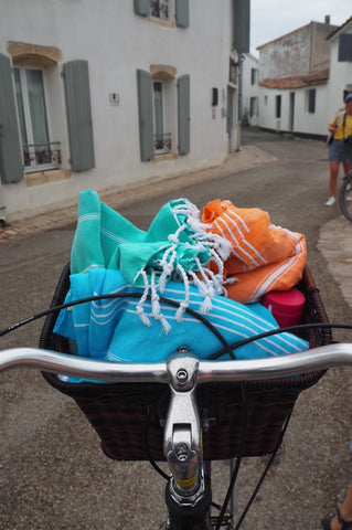 Sorbet hammam towels wrapped in a bike basket
