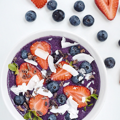 Breakfast in Bed: A Berry Nourishing Smoothie Bowl