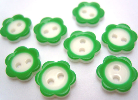 B6923 11mm Green and White Flower Shape Two Hole Button