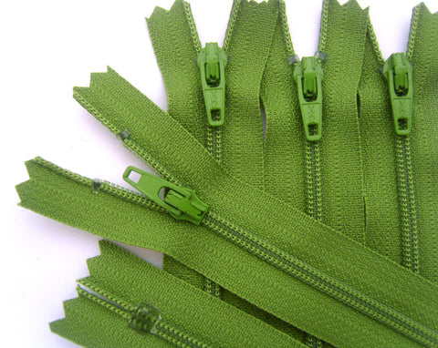 Z4298 10cm Fern Green YKK Nylon No.3 Closed End Zip