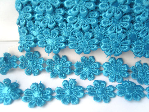DT03 25mm Peacock Blue Guipure Daisy Lace Trimming