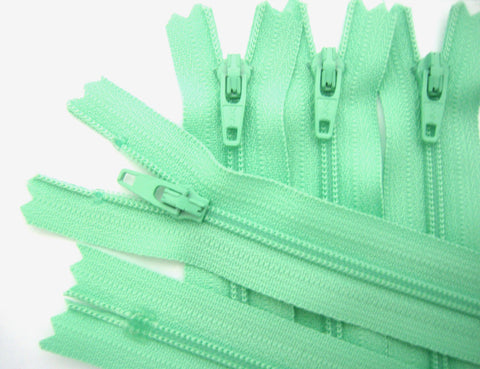Z4523 YKK 41cm Spearmint Green Nylon No.3 Closed End Zip