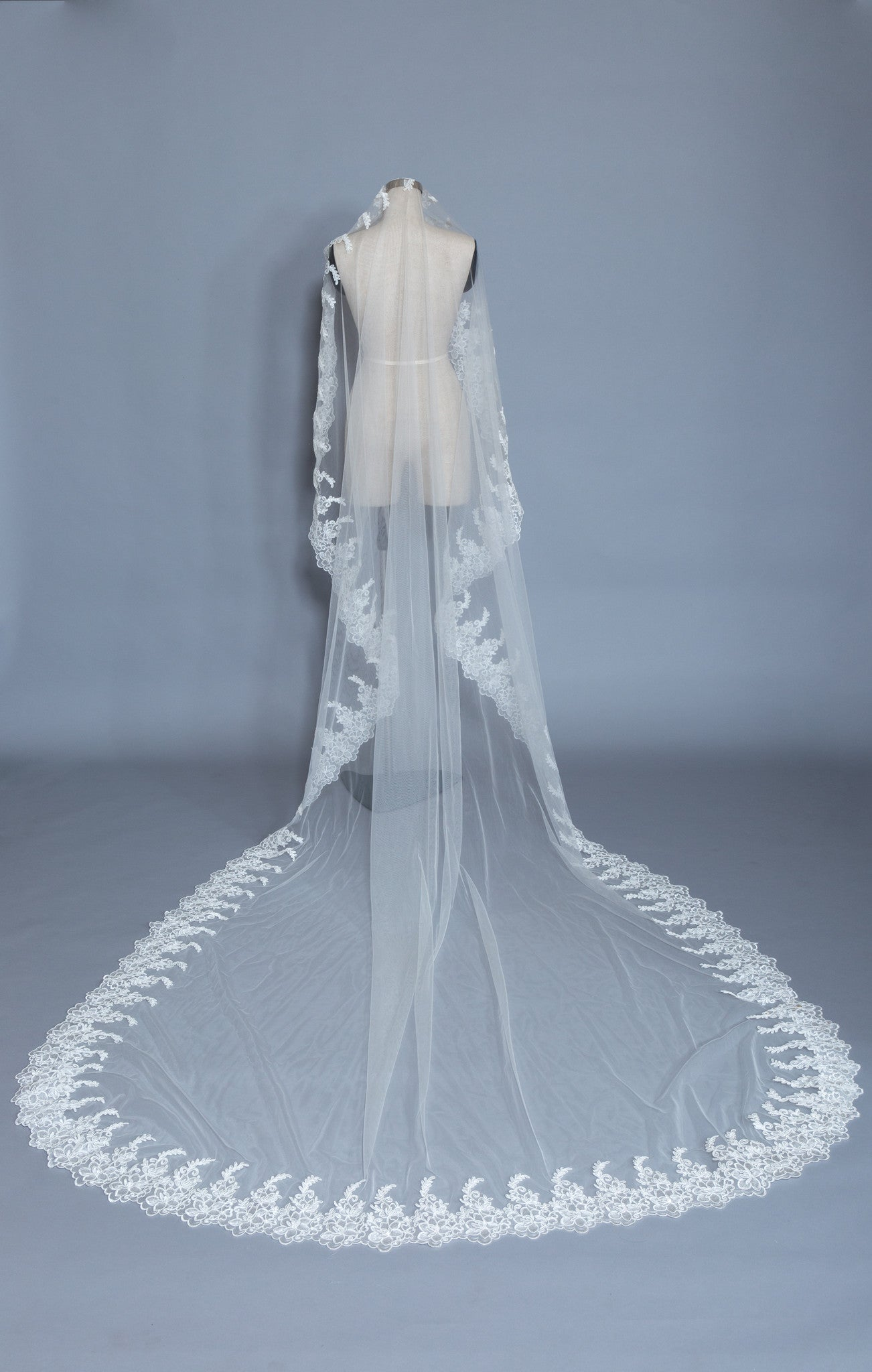 Cathedral Wedding Veil (#Irina) - Dream Dresses by P.M.N  - 4