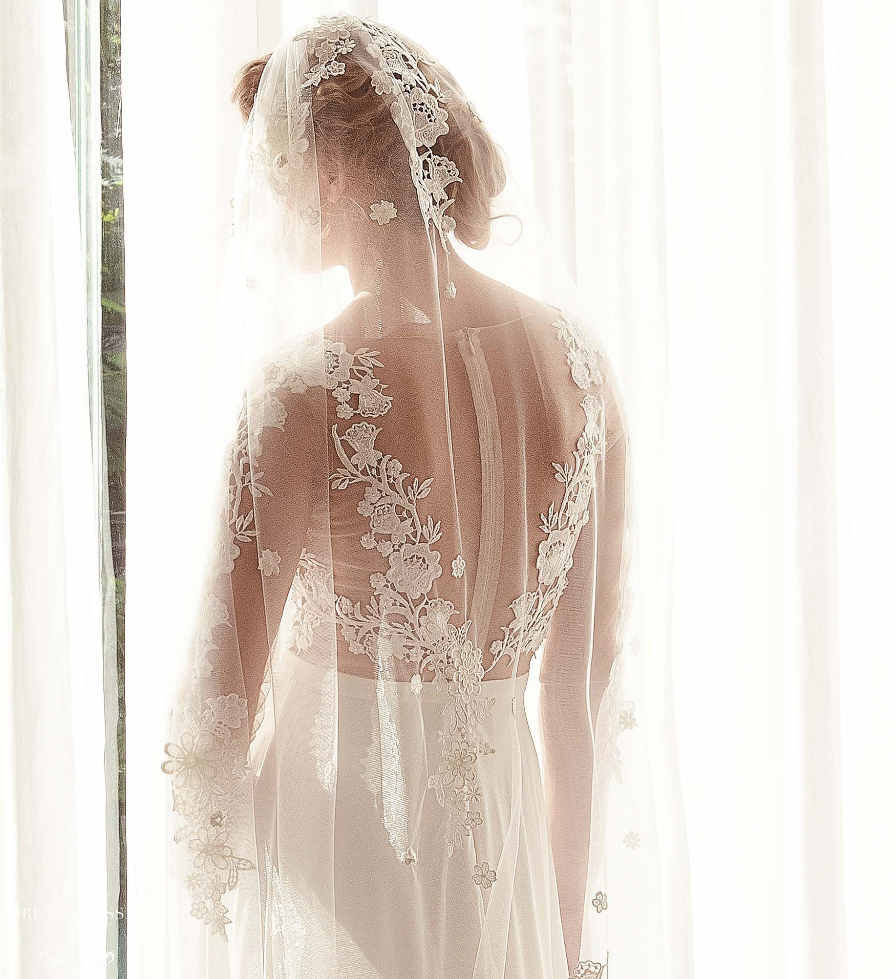 Lace Applique Bridal Veil (#Mabry)