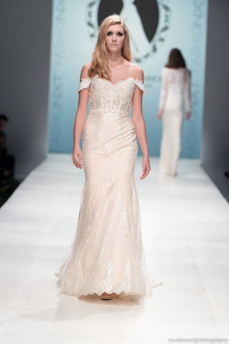 Sample Sale Couture Lace Mermaid Wedding Dress With Removable Off
