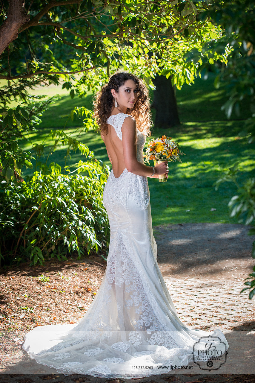 SAMPLE SALE/ Keyhole Back Wedding Dress (#Cahira)