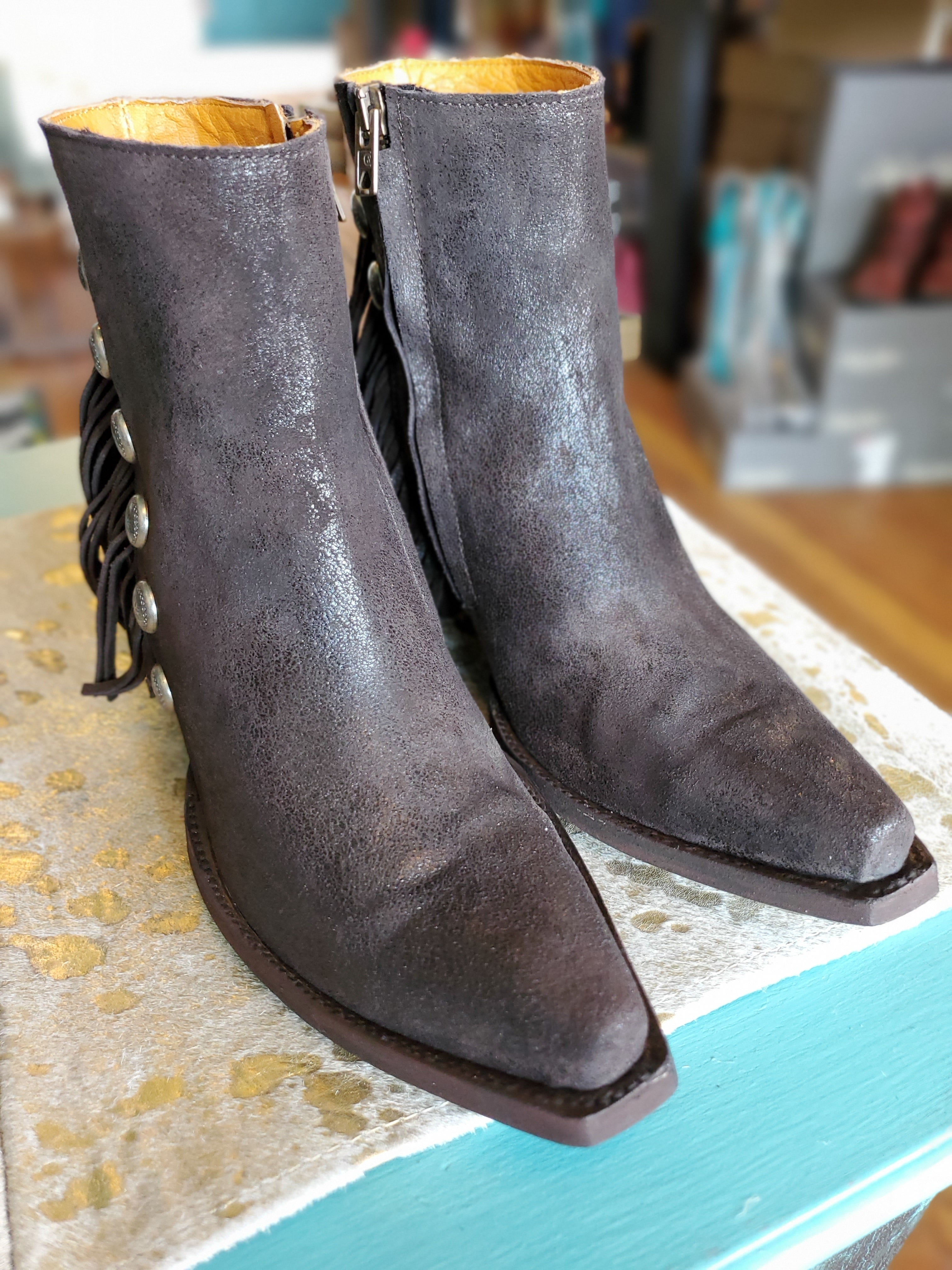 Old Gringo Madison Boots in Chocolate - tempting-teal-boutique