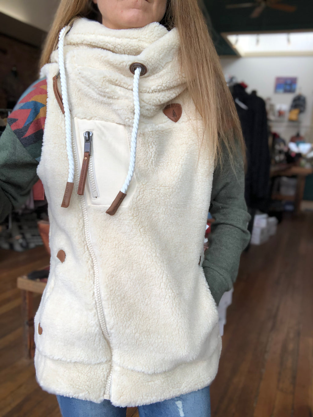 Wanakome Ladies Sherpa Vest in Oatmeal