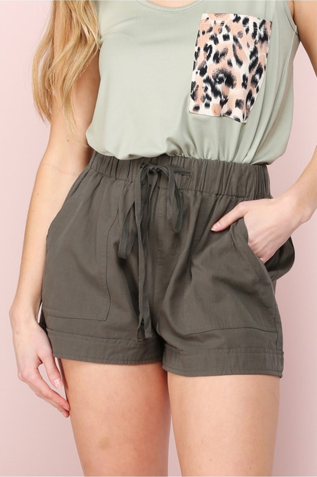 Drawstring shorts with pockets in Olive