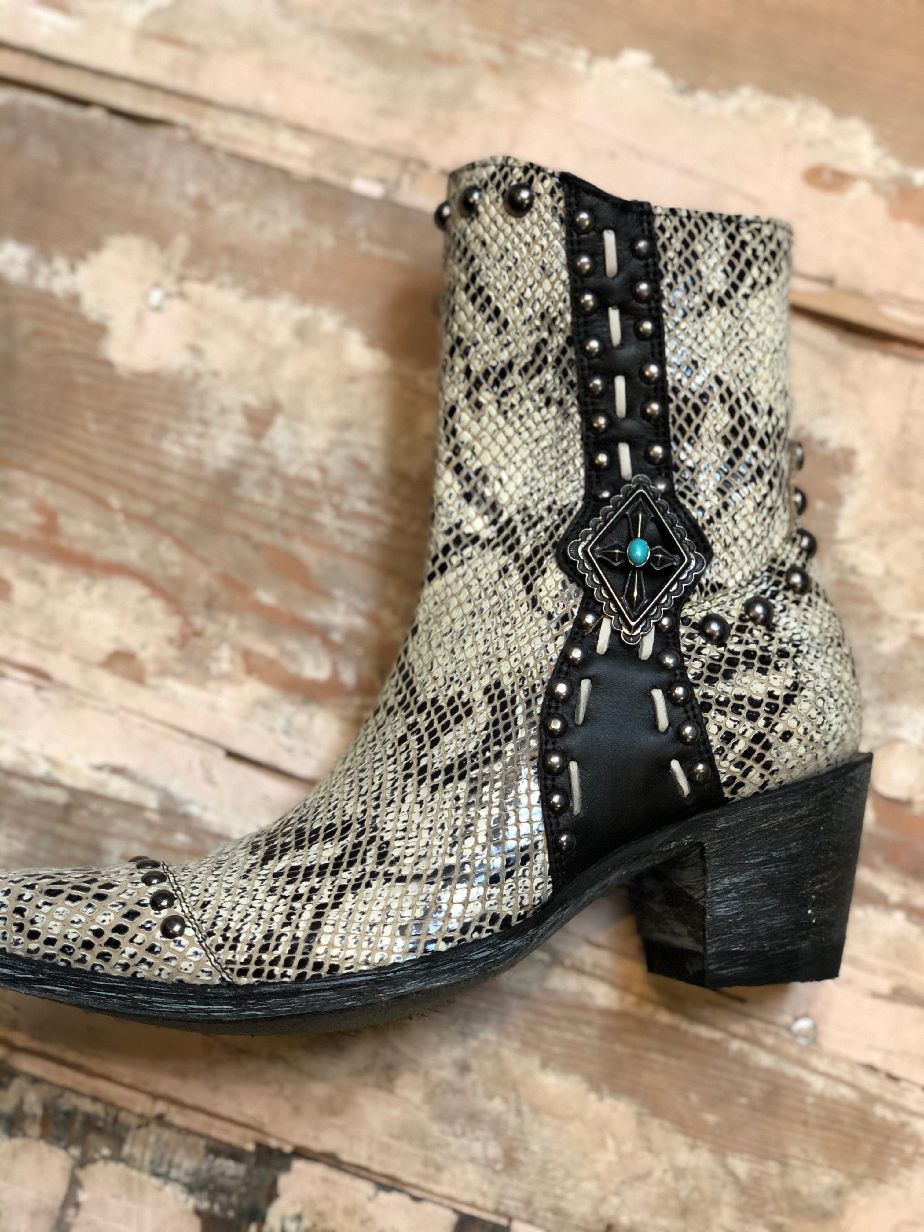 Double D Ranch Four Winds Leather Bootie in White