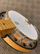 "Load image into Gallery viewer, Deering goodtime 2 Resonater banjo ""Used"""