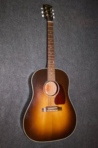 "Gibson J-45 ""1942 Banner Re-issue"" w/Torrified Top (2012)"