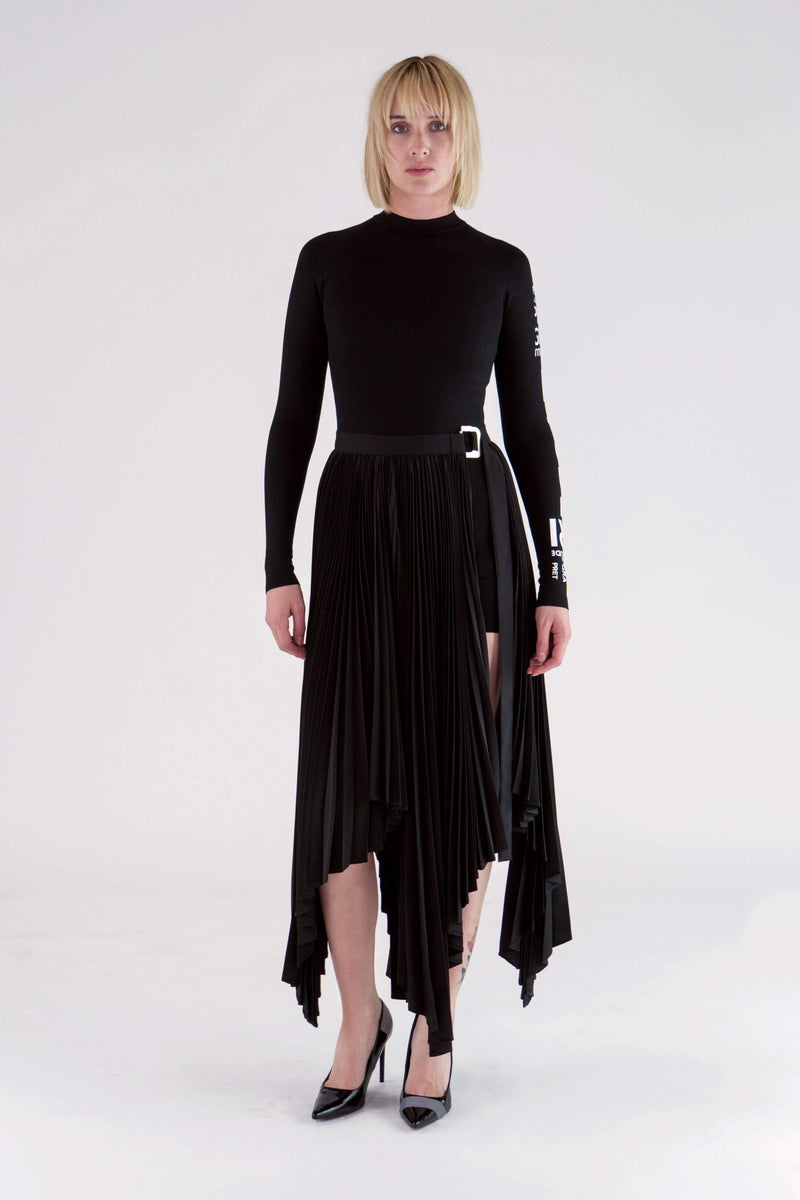 https://cdn.shopify.com/s/files/1/0034/2713/9633/files/PF19_ASYMMETRIC_PLEATED_WRAP_SKIRT_BLACK_3.mp4