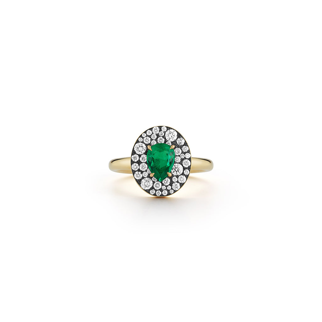 Privé Oval Emerald Ring