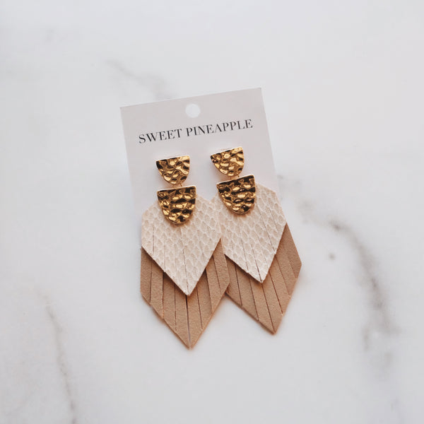 TEXTURED LAYER NEUTRAL EARRINGS