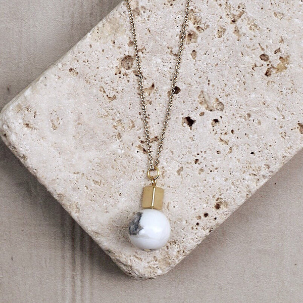 WHITE KATE NECKLACE